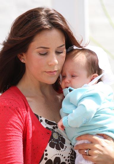 El príncipe Christian y la princesa Isabella, dos lindos muñecos en Palacio