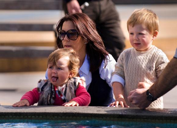 La princesa Mary disfruta con sus hijos del invierno australiano mientras el príncipe Federico visita Mongolia