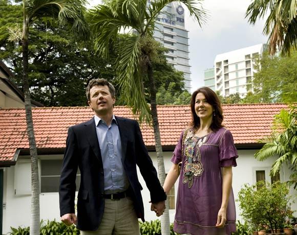 Federico y Mary de Dinamarca continúan su visita oficial a Tailandia a pesar de la difícil situación política que atraviesa