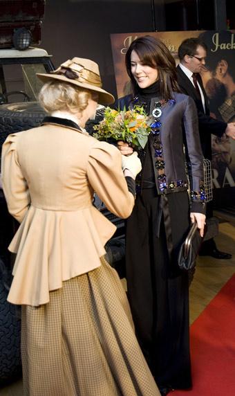 La princesa Mary recibe una fotografía autografiada de sus compatriotas Nicole Kidman y Hugh Jackman