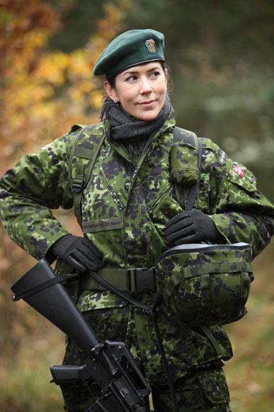 Tras un duro entrenamiento, la princesa Mary ya es teniente de la milicia nacional danesa