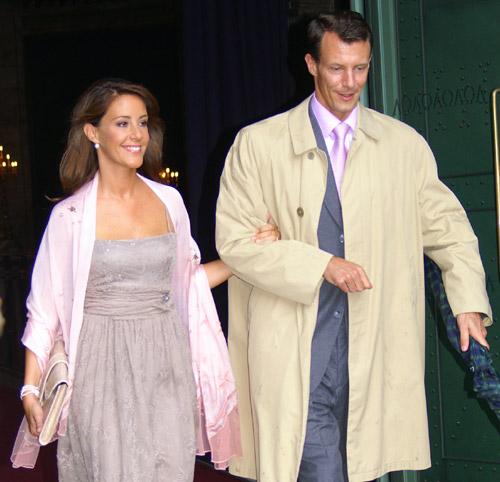 El príncipe Joaquín y la princesa Marie coinciden con la condesa Alejandra y su marido en el bautizo de unos amigos