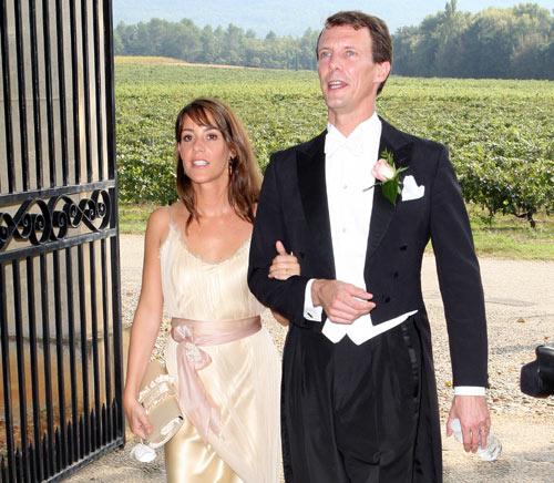 El príncipe Joaquín y la princesa Marie asisten en Francia a la boda de unos amigos