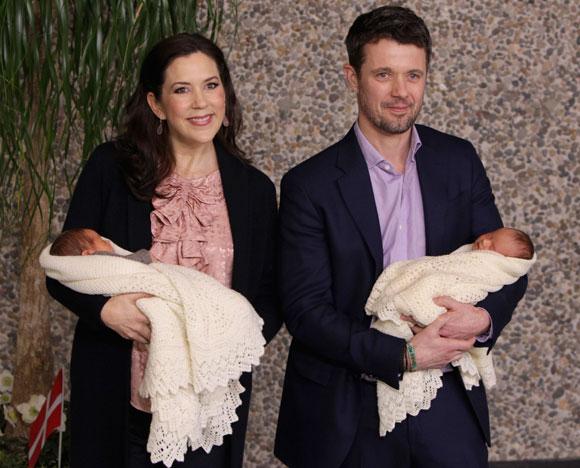 Los príncipes Federico y Mary de Dinamarca presentan a sus hijos mellizos