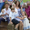 Los mellizos de los príncipes Federico y Mary protagonizan el posado estival de la familia real danesa