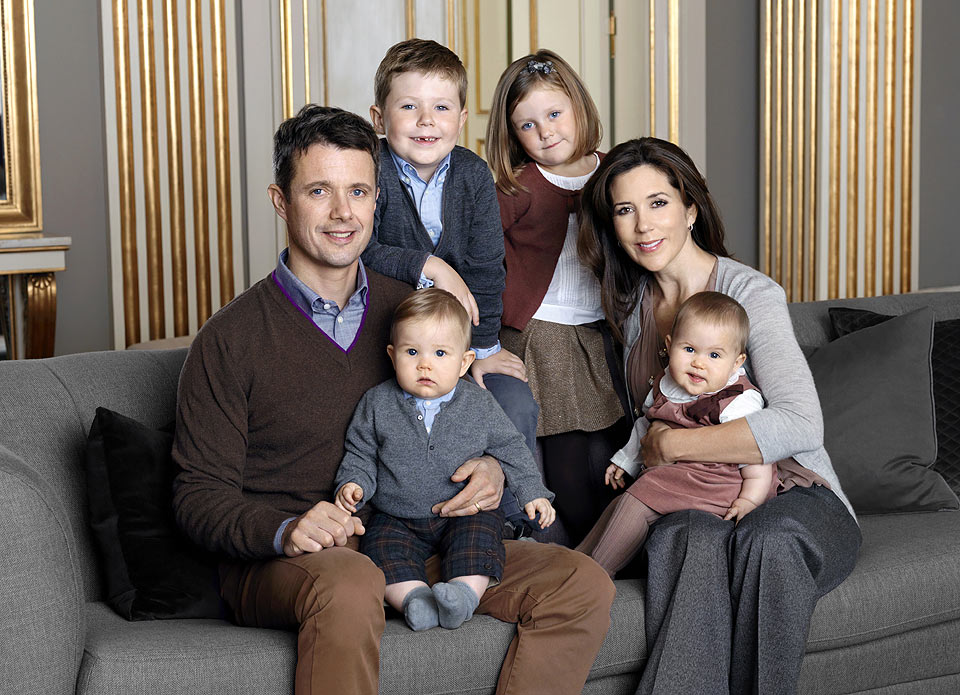 Nuevo retrato oficial de los príncipes Federico y Mary de Dinamarca y sus cuatro hijos