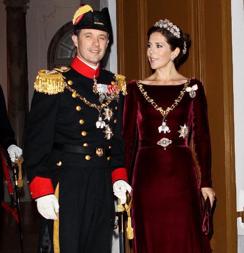 La familia real danesa comienza el 2012 de gala en gala y rodeados de anécdotas
