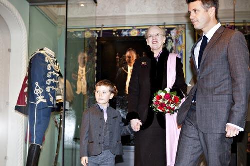 La reina Margarita comienza las celebraciones de sus cuarenta años en el trono acompañada de un 'ayudante real' muy especial, su nieto Christian