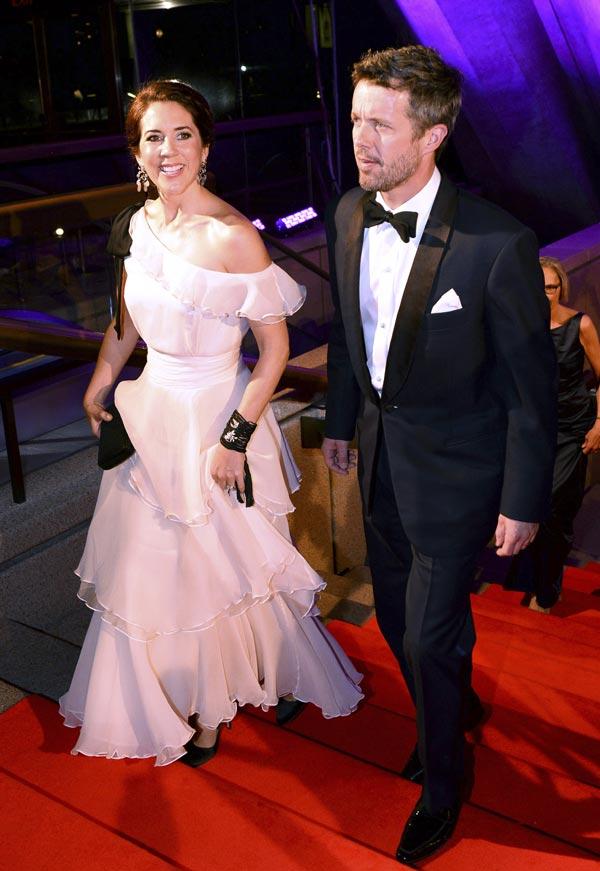 Mary de Dinamarca rinde homenaje a la moda danesa en Australia