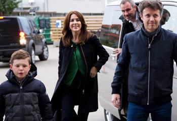 Federico y Mary de Dinamarca llevan a su hijo mayor al concierto de Justin Timberlake