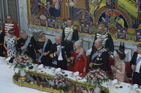 Gran cena de gala con motivo del 75 cumpleaños de la reina Margarita II de Dinamarca