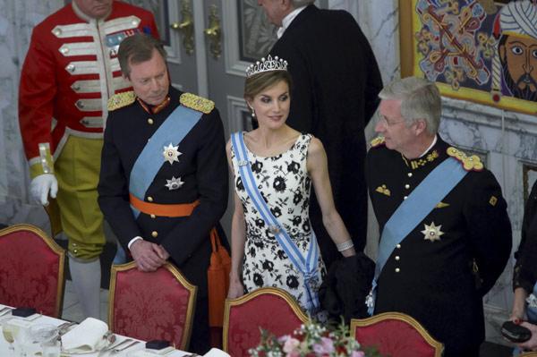 Margarita y Enrique de Dinamarca - Página 37 Letizia-mesa--z