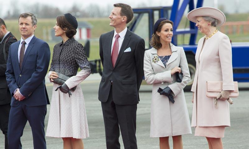 Mary de Dinamarca sorprende con un 'look' inspirado en la Duquesa de Cambridge