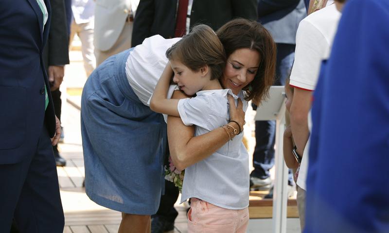 El cariñoso recibimiento del príncipe Henrik a su tía, Mary de Dinamarca, en Río 2016