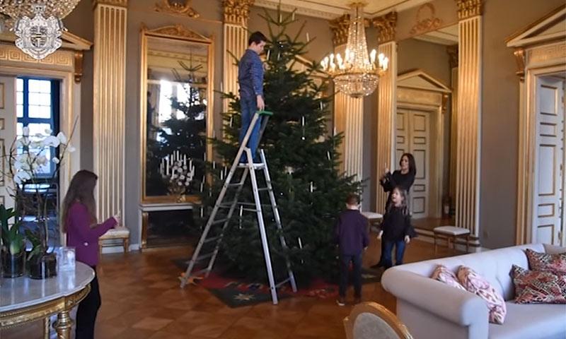 ¡Ya es Navidad en el palacio de Amalienborg! Así decoran su hogar Federico y Mary de Dinamarca con sus hijos