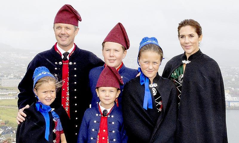 Las vistosas imágenes que ha protagonizado la familia real danesa en su visita a las islas Feroe