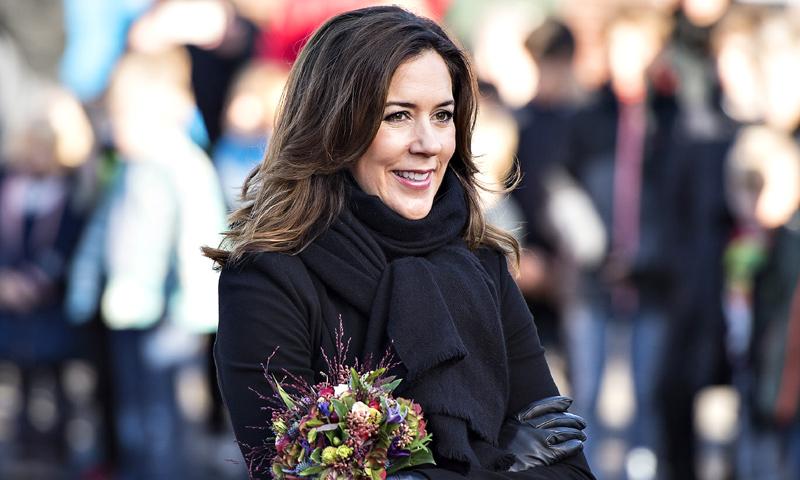 Mary de Dinamarca abre las puertas de Palacio para enseñarnos su espectacular árbol de Navidad