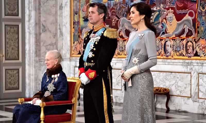 Tradición, elegancia y un vestido repetido: así ha recibido la Familia Real danesa al cuerpo diplomático