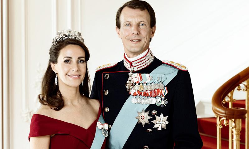 Con un vestido reciclado y una romántica joya: las nuevas fotos oficiales de Joaquín y Marie de Dinamarca