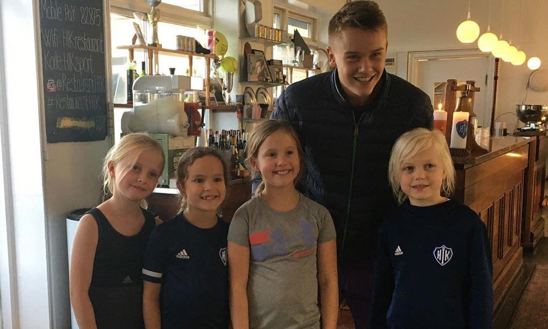 ¡Como una fan más! Josephine de Dinamarca posa con la joven promesa del tenis Holger Rune