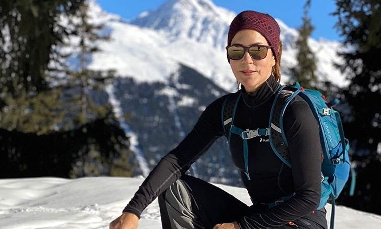 ¡La princesa de las nieves! Mary de Dinamarca se divierte en la montaña con su hijo Vincent y su perrita