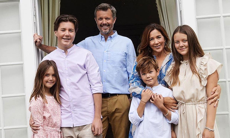 ¡Qué mayores! Los hijos de Federico y Mary de Dinamarca sorprenden en su último posado familiar