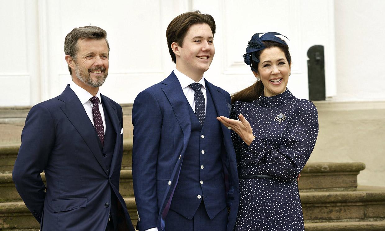 Las sonrisas, los posados, el tierno gesto con su abuela... todos los detalles de la confirmación de Christian de Dinamarca