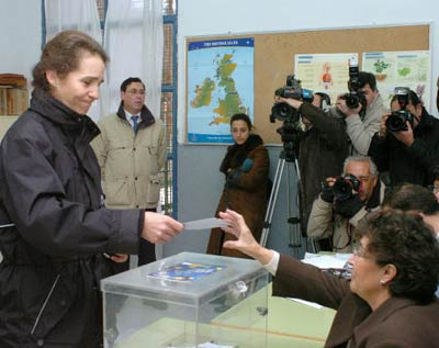 La Familia Real vota en el referéndum de la Constitución Europea
