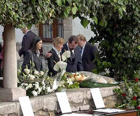Los Príncipes de Asturias despiden en Sardéu al abuelo de doña Letizia