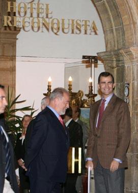 El príncipe Felipe llega a Oviedo sin la Princesa de Asturias