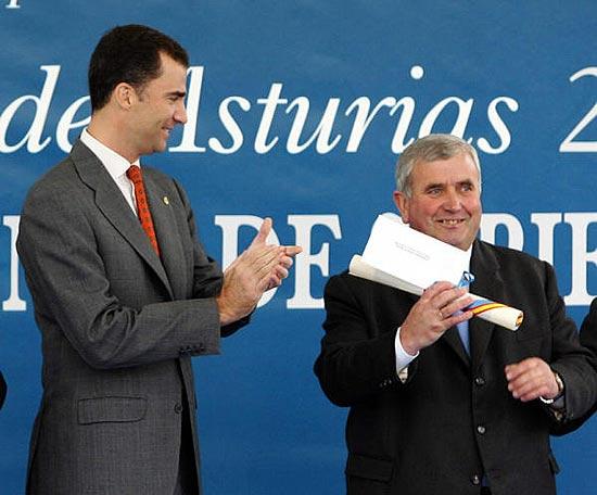 El Príncipe entrega la distinción de 'Pueblo ejemplar' a la localidad asturiana de Sariego