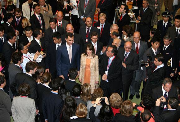 Los Príncipes de Asturias dan por finalizada su visita en Shanghai y llegan a Pekín