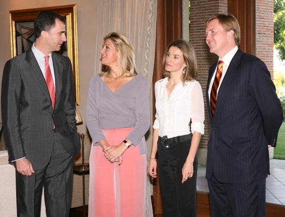 Don Felipe y doña Letizia, anfitriones de una cena privada con los Herederos de Holanda