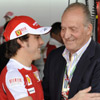 Don Juan Carlos da suerte a Fernando Alonso en el Gran Premio de Fórmula 1 de Bahrein