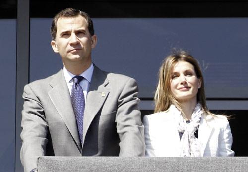 Don Felipe y doña Letizia, 'Príncipes de los niños' en su visita al colegio Infanta Leonor en Castrillón