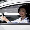 La Reina, primera usuaria de un coche completamente eléctrico