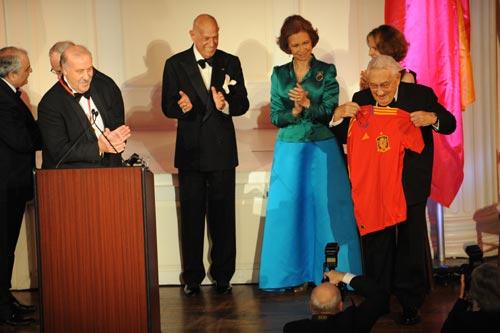 La reina Sofía, maestra de ceremonias en la entrega de las medallas de oro del Instituto Reina Sofía en Nueva York