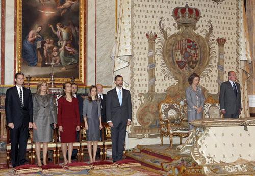 La Familia Real Espa Ola Rinde Homanaje A La Madre Del Rey En El Centenario De Su Nacimiento