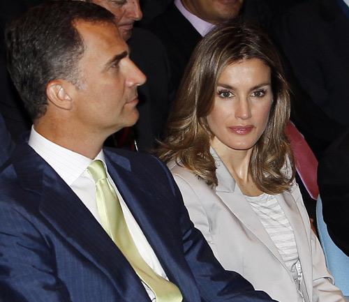El príncipe Felipe, tras la operación de don Juan Carlos: 'El Rey está muy bien'
