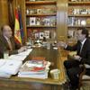 Horas después de ser operado de nuevo, el Rey mantiene su despacho semanal con el presidente del Gobierno