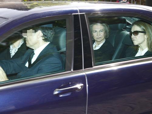 La Reina y la infanta Elena regresan a Madrid tras dar su pésame a la familia Urdangarín