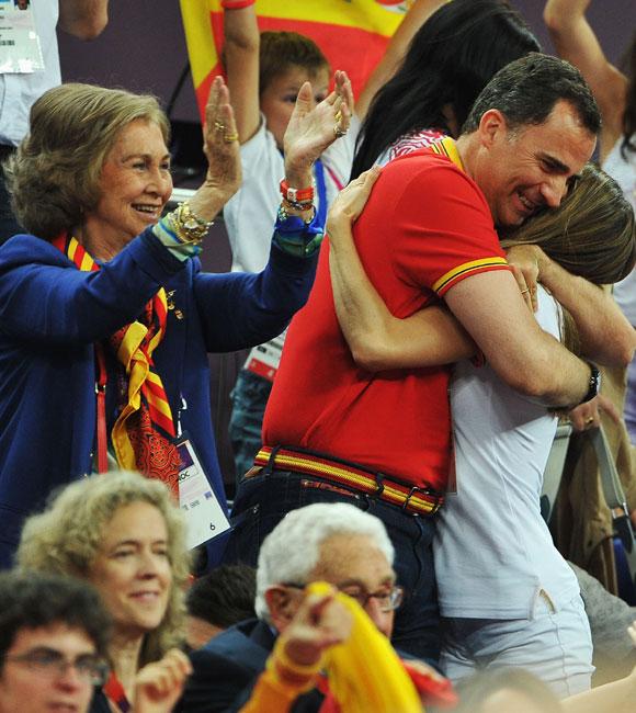 http://www.hola.com/imagenes/realeza/casa_espanola/2012081060189/reina-principes-juegos-olimpicos/0-212-709/principes-jjoo--a.jpg