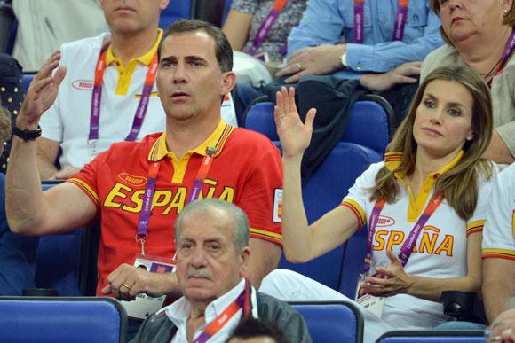 http://www.hola.com/imagenes/realeza/casa_espanola/2012081060189/reina-principes-juegos-olimpicos/0-212-713/principes-jjoo5--a.jpg