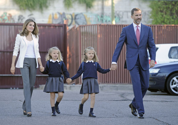Los Príncipes de Asturias acompañan a sus hijas en su primer día de colegio