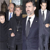 El príncipe Felipe, de luto, acude a dar personalmente el pésame a la familia de Iñigo de Arteaga