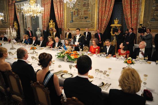 El esplendor de la mesa de gala del palacio real, por primera vez ...
