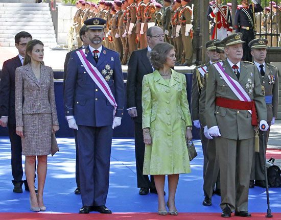 Los Reyes y los Príncipes de Asturias, recibidos con aplausos en el Día de las Fuerzas Armadas