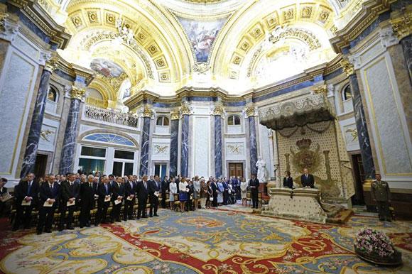 Un momento de la misa conmemorativa del centenario del nacimiento de don Juan de Borbón en la capilla del Palacio Real, a la que han acudido el presidente del Gobierno, Mariano Rajoy, y otras altas autoridades del Estado