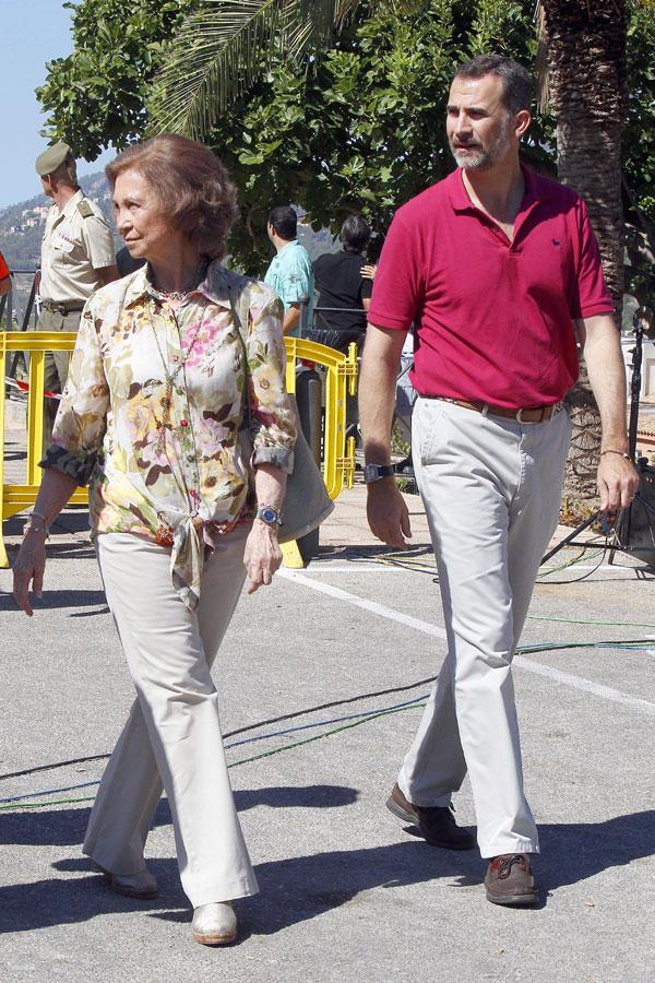 La Reina y el Príncipe agradecen el intenso trabajo realizado en el incendio de Mallorca
