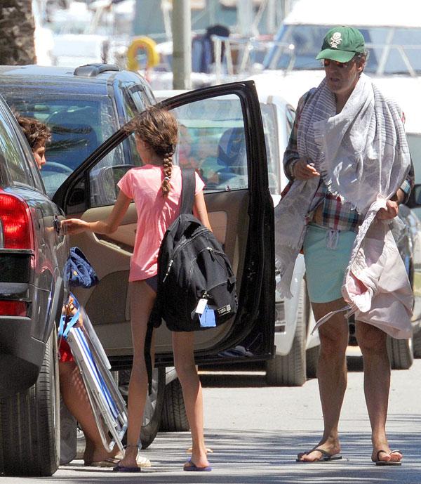 Felipe y Victoria de Marichalar, ahora de vacaciones en Sotogrande con su padre, Jaime de Marichalar